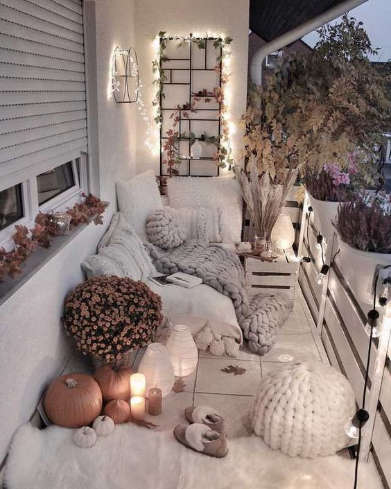 23 Cozy and Small Balcony Decorating Ideas