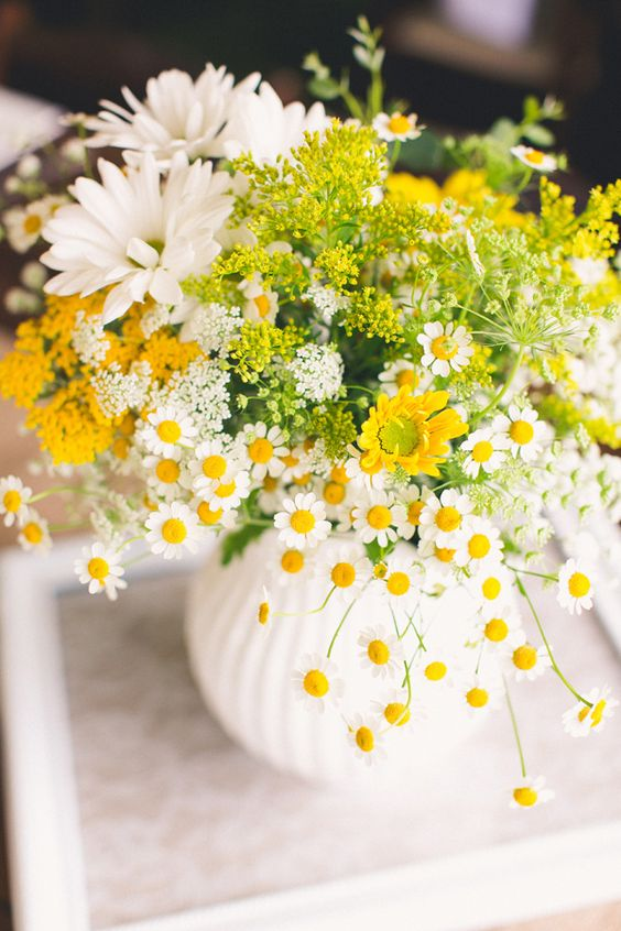 30 Gorgeous Floral Table Centerpieces To Decorate Your Home
