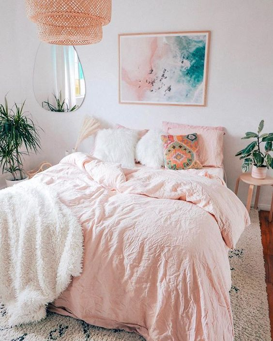 35 Beautiful Teen Bedroom Decoration on Pink Style