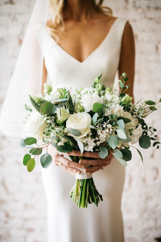 35 bouquets add color to your wedding