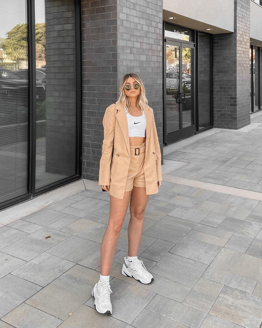35 Sneaker Outfit Ideas That Are Super Stylish In This Summer sneaker for women,summer outfit,sneaker outfit,street styles sneaker,chunky sneaker outfit,sneaker with dress,oficina sneaker outfit