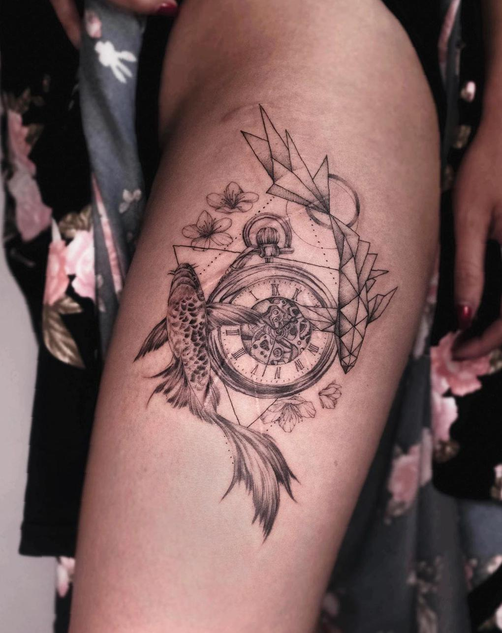 38 Mind-Blowing Thigh Tattoos Designs For Women 2020 thigh tattoos,tattoo for women ,female tattoo,minimalist tattoo,animal tattoo,sexy tattoo,colored tattoo,cute tattoo,words tattoo