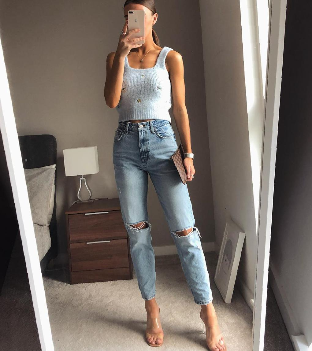 37 Stunning Tops That Revolve Around a Pair of Jeans women tops,jeans outfits,summer outfits,women tight tops,tops trends,summer tops,sexy tops,sleeveless tops,slingback tops