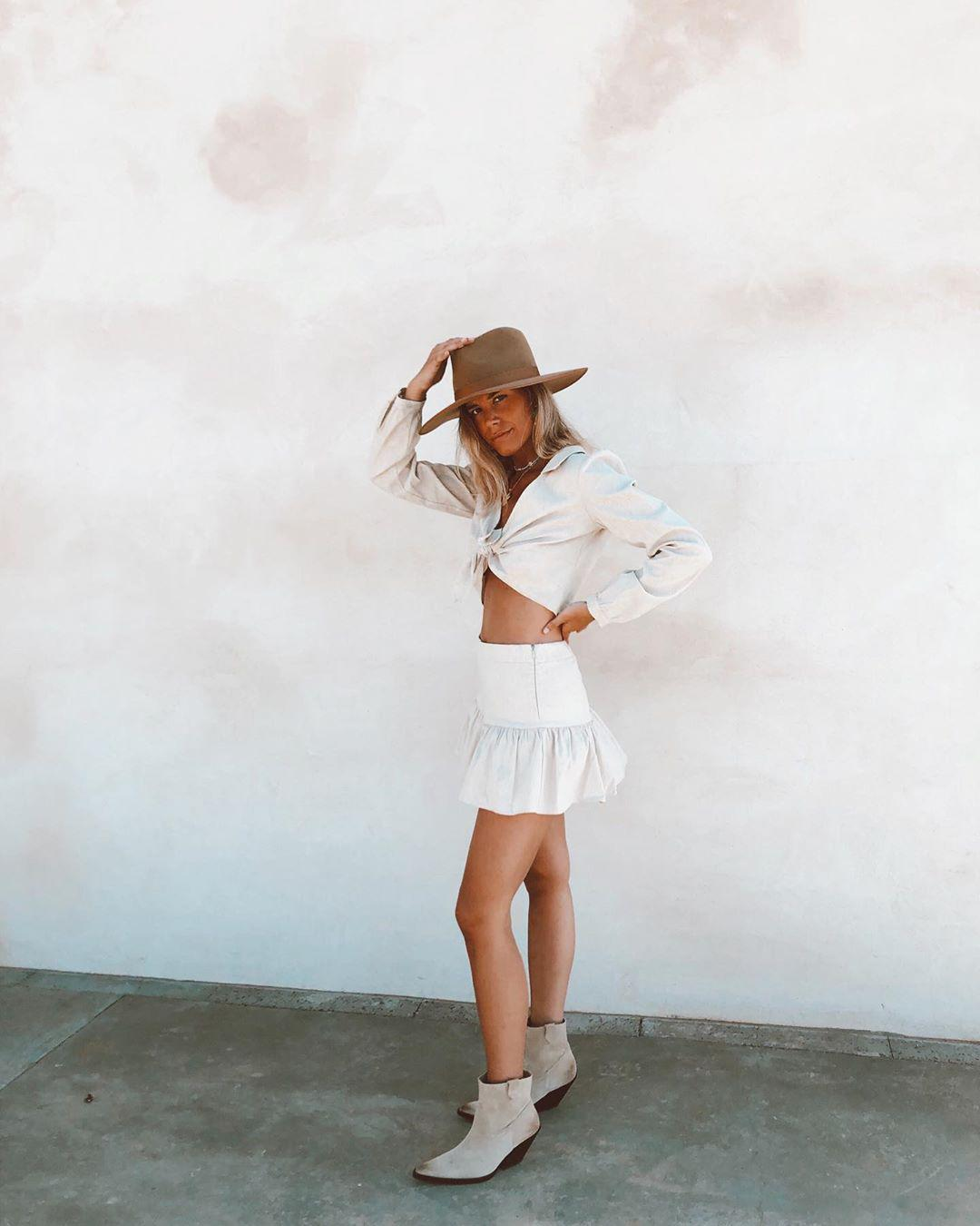 Gorgeous Summer Outfit Ideas to Copy This Year summer outfit, summer outfit ideas, summer outfit images, summer outfit styles, cool summer outfit
